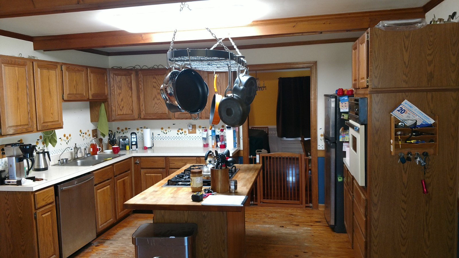 outdated kitchen, before picture