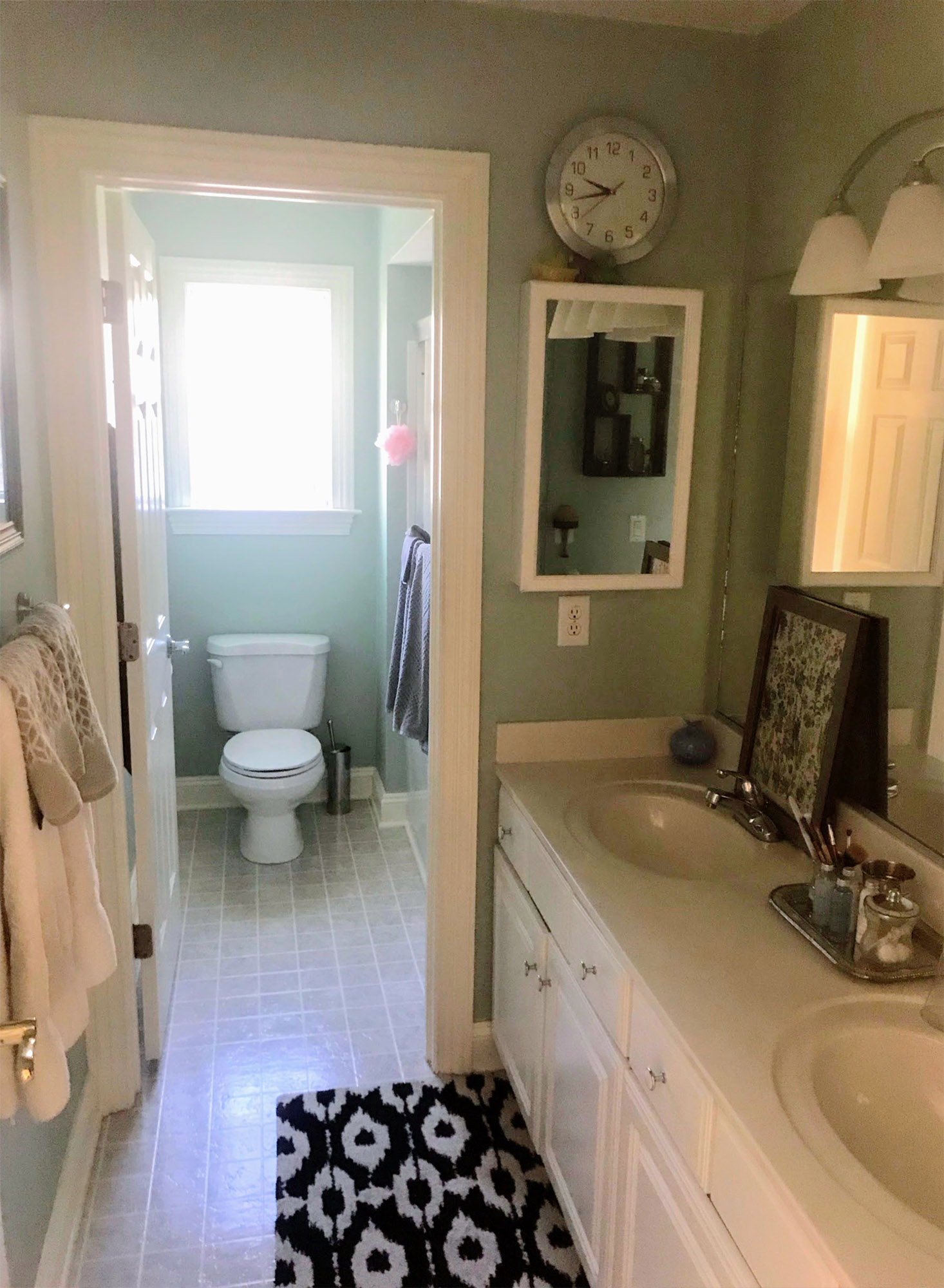 Hall bath before picture